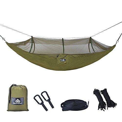 NatureFun Ultraleichte Moskito Netz Camping Hängematte / 300kg Tragfähigkeit,(275 x 140 cm) Atmungsaktiv, schnell trocknende Fallschirm Nylon / Enthalten 2 x Premium Karabinerhaken 4 x Nylonschlingen / Fürs Freie oder einen Innengarten