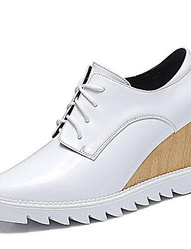 ZQ hug Scarpe Donna-Sneakers alla moda-Ufficio e lavoro / Formale / Casual-Zeppe-Zeppa-Finta pelle-Nero / Bianco , white-us8 / eu39 / uk6 / cn39 , white-us8 / eu39 / uk6 / cn39 white-us6.5-7 / eu37 / uk4.5-5 / cn37