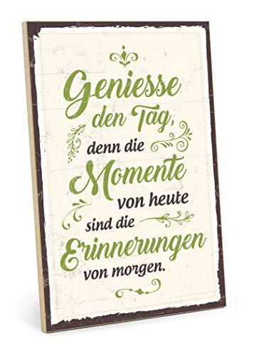 TypeStoff Holzschild mit Spruch – GENIEßE DEN Tag, DENN DIE MOMENTE – im Vintage-Look mit Zitat als Geschenk und Dekoration (Größe: 19,5 x 28,2 cm)
