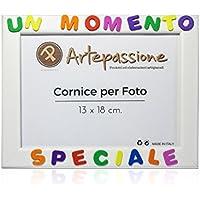 Cornici per foto in legno con la scritta Un Momento Speciale, da appoggiare o appendere, misura 13x18 cm Bianca. Ideale per regalo e ricordo.