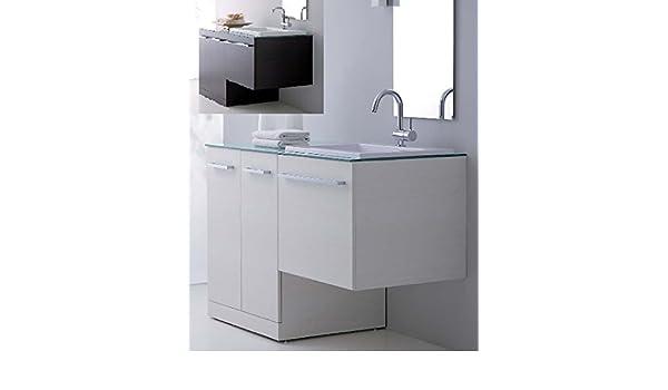 Arredo bagno in colori con mobile con copri lavatrice lavabo