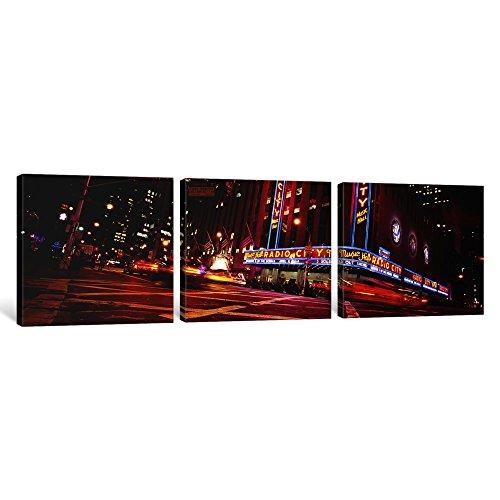 icanvasart 3Stück niedrigen Winkel View of Buildings Lit Up At Night, Radio City Music Hall, Rockefeller Center, Manhattan, New York City, New York State, USA Kunstdruck auf Leinwand, Panorama Bilder, 121,9x 40,6cm/1,9cm Tiefe