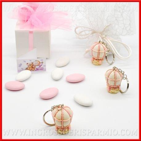 Ciondolo portachiavi in resina colorata a forma di mongolfiera con pallone binaco e dettagli di colore rosa,completo di gancio in metallo da femminuccia - bomboniere battesimo,nascita,comunione, primo compleanno (kit 48 pz + confezione)