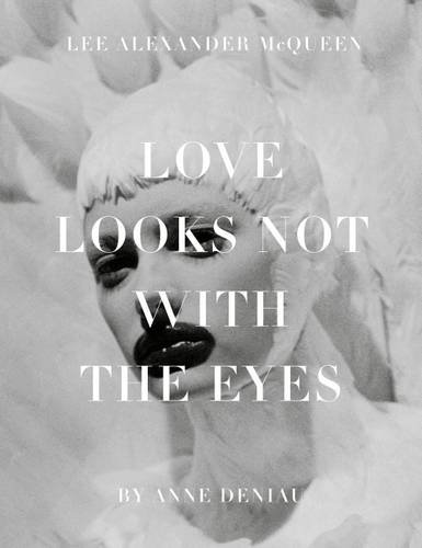 Love Looks Not with the Eyes: Thirteen Years with Lee Alexander M por Anne Deniau