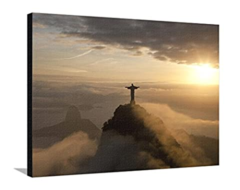 Reproduction sur toile tendue Statue de Jésus, connue sous le nom de Cristo Redentor (Le Christ Rédempteur), mont du Corcovado, Rio De Janeiro, Brésil par Peter Adams - 76x102 cm