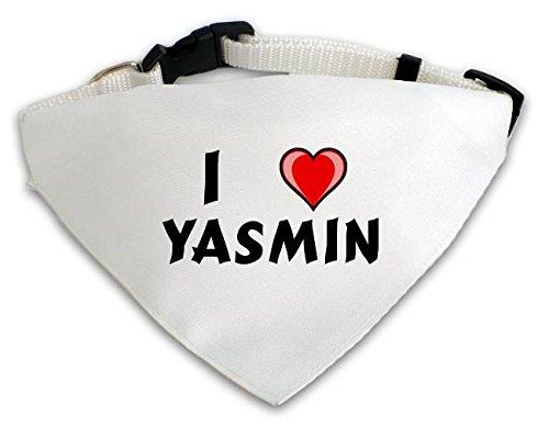 personalisierter-weisser-hundschal-mit-aufschrift-ich-liebe-yasmin