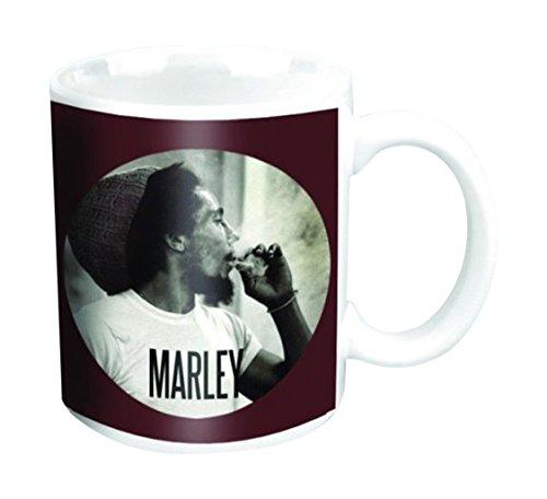 empireposter - Marley, Bob - Circle - Größe (cm), ca. Ø8,5 H9,5 - Lizenz Tassen, NEU - Bob Marley Boxed Mug: Circle - Beschreibung: - Keramik Tasse, bedruckt, Fassungsvermögen 320 ml, offiziell lizenziert, spülmaschinen- und mikrowellenfest -