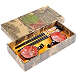 """Abacus Asiatica: set de palillos chinos hechos de madera de gran calidad, diseño """"Flores de ciruelo"""", viene con soporte para los palillos y cuencos de cerámica en una caja de regalo (un par de palillos, dos soportes y dos cuencos), Mod. CBS-S2-G-H02 (DE)"""