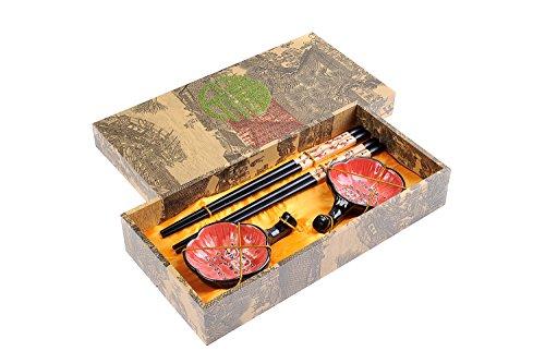 """Preisvergleich Produktbild Abacus Asiatica: Edles Eßstäbchen-Set """"Pflaumenblüte"""" aus geschnitzem Holz,  Stäbchenhalter,  Keramik-Schälchen in Geschenkschachtel (Paar Stäbchen,  2 Halter,  2 Schälchen),  Mod. CBS-S2-G-H02 (DE)"""