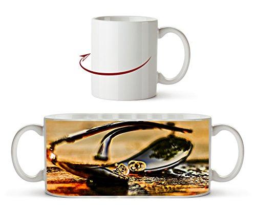 edle Sonnenbrille Effekt: Zeichnung als Motivetasse 300ml, aus Keramik weiß, wunderbar als Geschenkidee oder ihre neue Lieblingstasse.