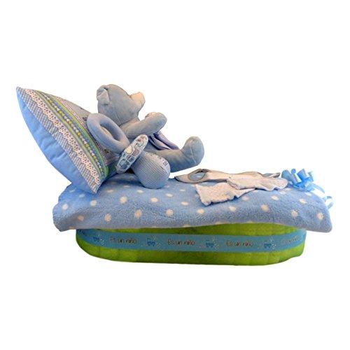 Tarta de pañales con forma de camita - cuna para niño, Muy completa: manta, almohada, sonajero, peluche...