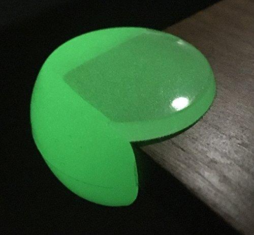 Cocofy Eckenschutz und Kantenschutz leuchtend selbstklebend - transparent-weiß aus Gummi für Tisch- und Möbel-Ecken - Stoßschutz für Baby und Kinder (12 Eckenschützer 4 Leucht-Pfeil-Aufkleber Gratis) (Bett-lichtschalter)
