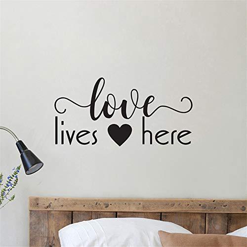 wlwhaoo Love Lives Here Wandtattoo Wohnkultur Hauptschlafzimmer Zitat Wandaufkleber Romantische Vinylkunst Aufkleber Wohnkultur Interieur rot 114x57 cm -