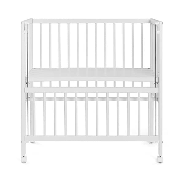 Fillikid Convertible Bedside Crib Vario 2in1 - Height Adjustable Bedside Cot with Wheels | 90 x 40 cm | Solid Beech Wood | Drop Side Rail | Fits Boxspring Beds - White  BEDSIDE CRIB DURING THE NIGHT: The bedside cot enables an easy access, hassle-free night time feeding and allows you to reach your baby without having to get up in the middle of the night. BASSINET DURING THE DAY: Simply pull up the side rail and use the cot as a stand-alone bed or bassinet. Four lockable wheels make it easy for you to move from one room to another having your newborn always on your side. FITS STANDARD AND BOXSPRING BEDS: The bed base can be placed on 4 different heights. It fits on every parent's mattress with a minimum height of 52 cm and a maximum height of 70 cm. The Vario Bedside Crib can easily be attached to your bed with the included support strap. 9