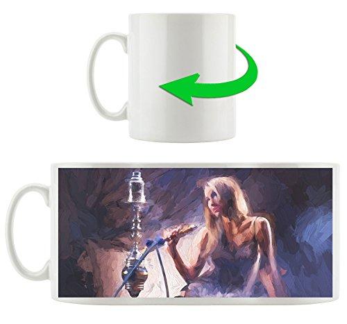 jeune femme avec narguilé, Motif tasse en blanc 300ml céramique, Grande idée de cadeau pour toute occasion. Votre nouvelle tasse préférée pour le café, le thé et des boissons chaudes.