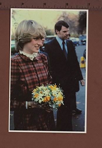 ampc4-17princess-diana-arriving-at-the-thames-yacht-club-19nov-1981-royal-family-1982-postcard