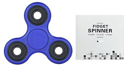 Preisvergleich Produktbild Fidget Tri (dreifach) Hand Spinner - Finger Spielzeug für Kinder und Erwachsene (Blau) – Prime Amazon Versand in 1-2 Tage - High Quality by Secret Essentials