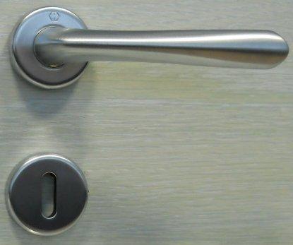 maniglie-buenos-aires-r8-per-porte-cromo-satinato