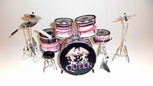 Rgm309Queen miniature Drumkit Guitare Rock miniatures Freddy Mercury Brian May John Diacre Roger Taylor Bohème Rapsody d'une soirée à l'opéra Killer Queen WE ARE The Chamipons Show Must Go on