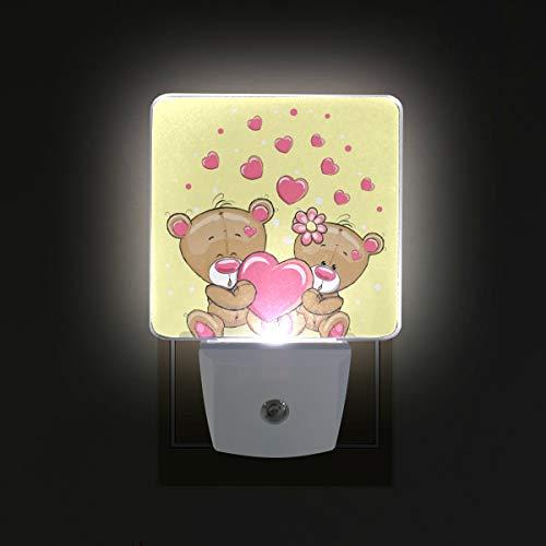 Ahomy - luce notturna a led, per san valentino, a forma di orso, con sensore automatico a forma di cuore, dal tramonto all'alba, plug in, confezione da 2