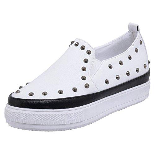 COOLCEPT Femmes Mode Slip On Court Shoes Bout Ferme Escarpins Forme Plate Fille Ecole Chaussures with Rivets Noir