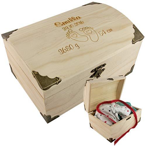 Schatzkiste zur Geburt mit Fußabdrücken - Schatztruhe graviert mit Geburtsdaten - personalisiert mit Name, Datum, Gewicht, Größe - Geschenk zur Geburt Junge, Mädchen I Geldgeschenke verpacken 15er -