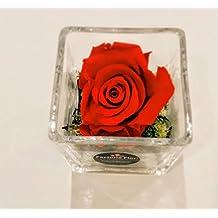Bombones Nestlé 100 gr, rosa eterna en cubo de cristal+ nota personalizada gratis.