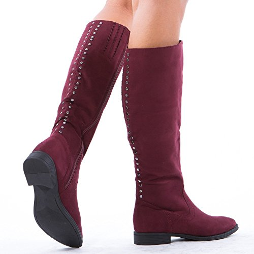 Ideal Shoes - Bottes effet daim avec clous à l'arrière Nafissa Rouge