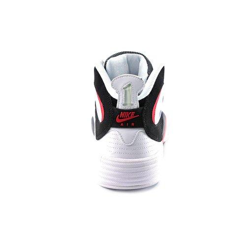 Un vol Chaussures de basket black, white, red