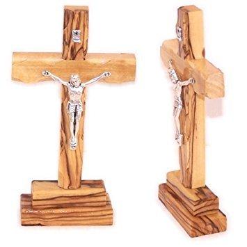 Holy Land Market Olivenholz stehendes Kreuz mit Kruzifix. 12,7 cm hoch.