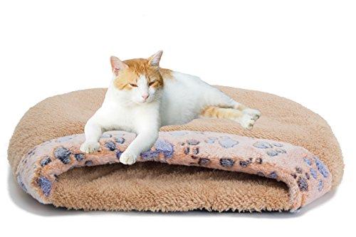 Tu gatito puede estirarse en la parte superior de esta cama para mantenerse frescoo acurrucarse dentro de ella para mantener el calor.  Debido a que es suave y flexible, será igualmente acogedor para gatitos, grandes felinos y perros más pequeños. Ca...