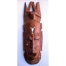 Máscara africana de madera tallada. Arte étnico