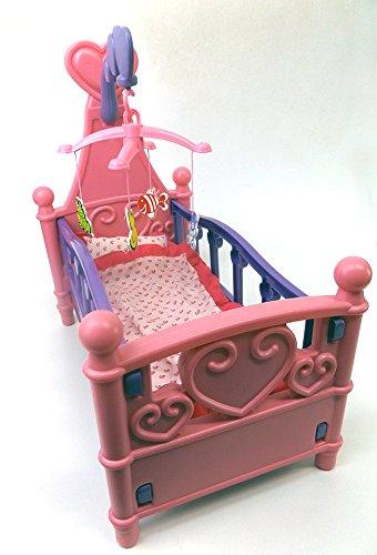 Brigamo 529 – Puppenbett mit Mobile und Bettzeug - 2