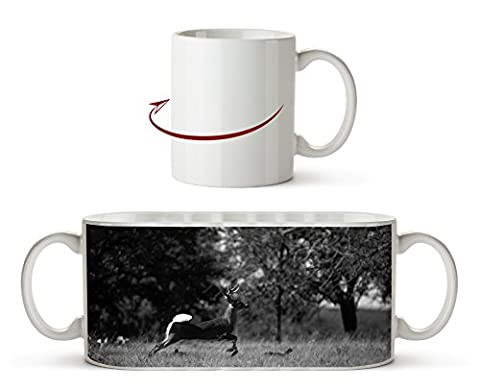 tollender Weißschwanzhirsch Effekt: Schwarz/Weiß als Motivetasse 300ml, aus Keramik weiß, wunderbar als Geschenkidee oder ihre neue Lieblingstasse.
