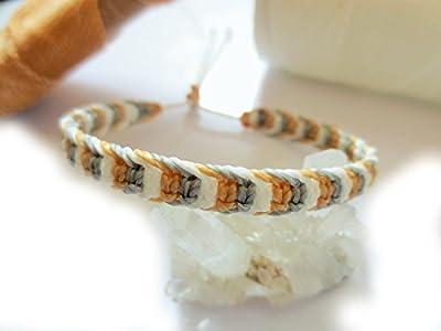 Bracelet brésilien/amitié/bijoux unisexe en fil Blanc Beige/Paille et Gris tissé main en macramé avec du cordon ciré Réf.3PPBeiBlancGris