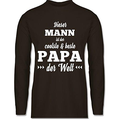Shirtracer Vatertag - Dieser Mann ist der Coolste und Beste Papa - Herren Langarmshirt Braun