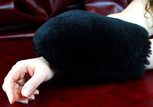 Förster-Fellnest Weicher, stimulierender Streichelhandschuh - Massagehandschuh aus rundum echtem Lammfell für die besondere Massage, durchblutungsfördernd, entspannend