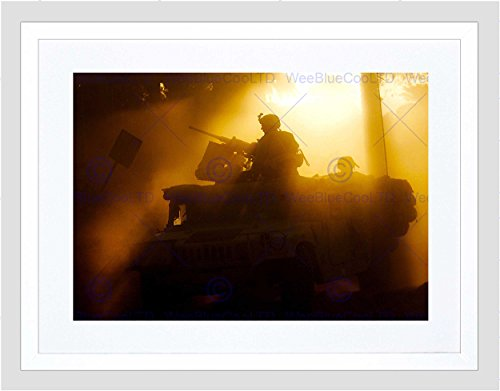 MILITARY ARMY ARMOURED VEHICLE SOLDIER GUN SUN LIGHT FRAMED ART PRINT B12X3842 (Sun Gun Light)