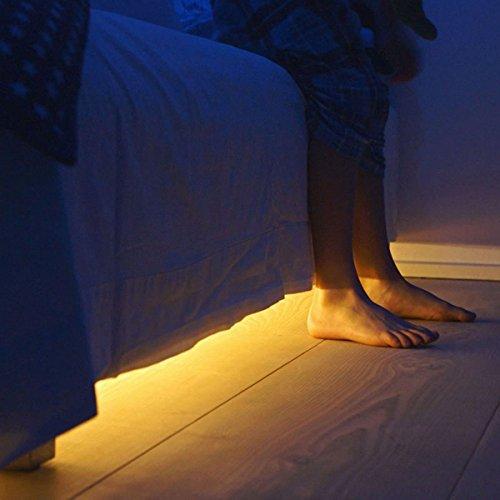 LED Streifen Bett Licht mit Bewegungserkennung, Fredorch 1.2m flexibler LED Band Leist mit Sensor für Verwendung als Nachtlicht Schrank, Sofa und jedes andern Möbel mit automatischem Ein- und Ausschalt Timer (Warmes angenehmen Licht)