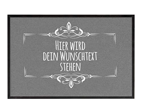True Statements Fussmatte Dein Wunschtext 3zeilig personalisiert - originelles Geschenk (Größe 35x50cm, rutschfest, waschbar), hintergrund grau
