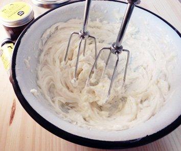 hello simple - DIY Body Butter zum Selbermachen (180 g), Naturkosmetik ohne Aluminium, vegan, bio, plastikfrei (Natural (ohne Duft) mit Jojobaöl) - 4