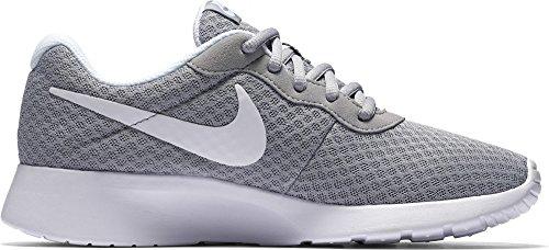 Nike Wmns Tanjun, Scarpe Sportive Unisex – Adulto Grigio (Wolf Grey/White 010)