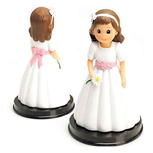 Figura para tarta de Primera Comunión de una niña con vestido blanco con fajín en rosa y una margarita en la mano. Un regalo barato y elegante para complementar la celebración de la Comunión de una niña.