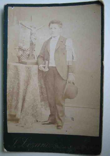Fotografía antigua : Niño de Primera Comunión con bombín. De J.Lozano