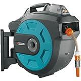 Soporte mural portamanguera 35 roll-up automático Li de GARDENA: carrete automático para la pared, enrolla con tocar una tecla, funciona con batería, gira 180 grados, manguera de 35m (8025-20)