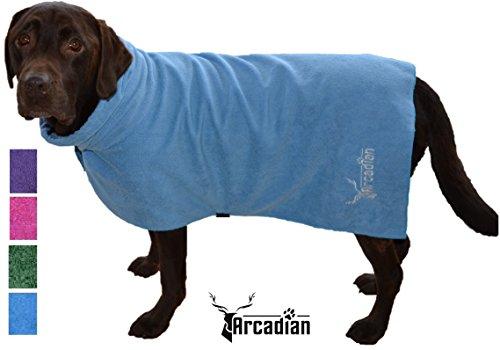 Mikrofaser Hunde Bademantel von Premium Qualität von Arcadian. Diese luxuriösen Bademäntel sind leicht, schnell trocknend und super saugfähig. Einfach zu verwenden, komfortabel und mit verstellbaren Trägern. Fantastisch, wenn zusammen mit einem Mikrofaser Hundehandtuch von Arcadian verwendet. 100% Zufriedenheitsgarantie! - 3