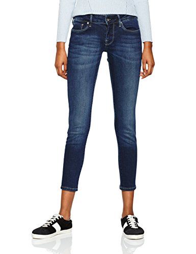 BEST JEANS OUTFITS FOR MEN & WOMEN
