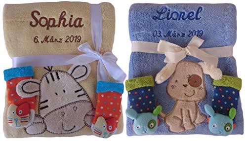 Babydecke mit Namen bestickt + 3d Rassel Socken Geschenk Baby Taufe Geburt (gelb)