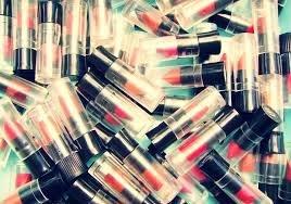 25 x Avon Mixed Mini Lippenstift großartig für abende, reisen, kleine mädchen, partytüten usw. Brandneu und ungebraucht