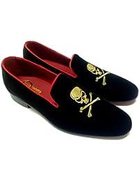 scarpe classiche, slippers, pantofole in velluto nero con ricamo teschio